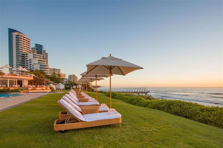 Beverly Hills Hotel Sunloungers