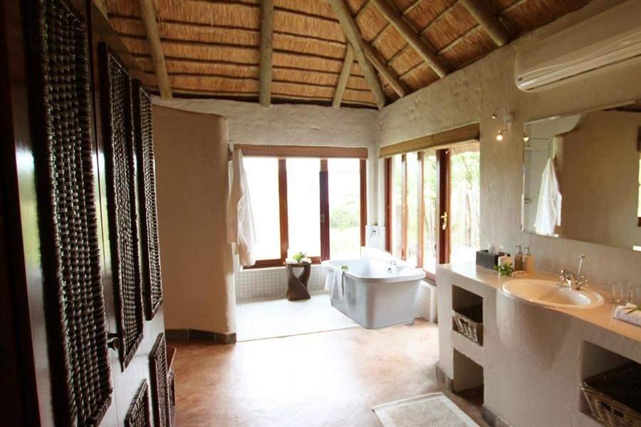 Amakhala Hlosi Game Lodge Bathroom Tub