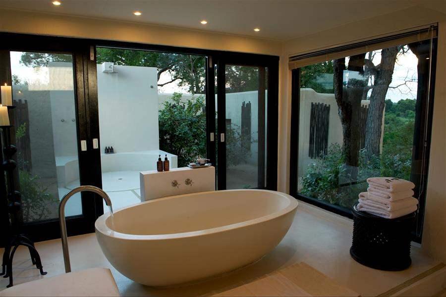 Lion Sands Ivory Lodge Indoor Outdoor Bathroom