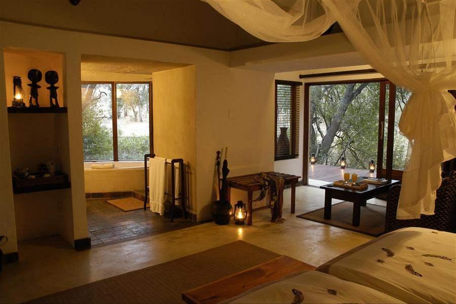 Thornybush Serondella Lodge Bedroom Bathroom