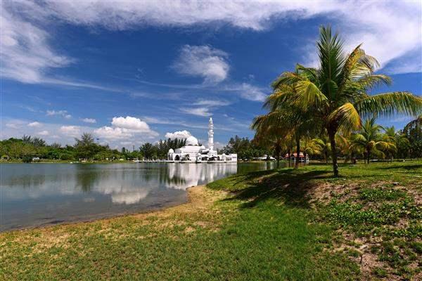 mosque on water terengganu malaysia