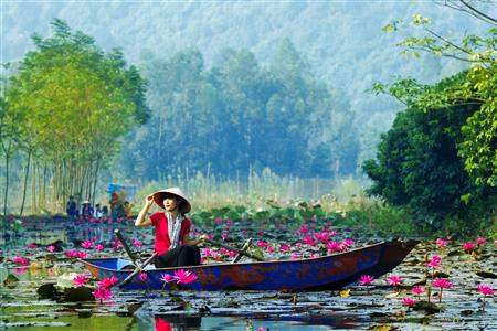 lady on boat complete vietnam