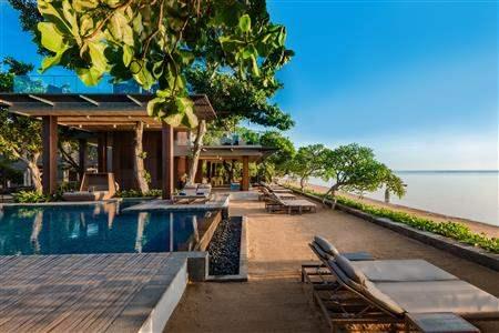 Maya Samur Pool and Bar