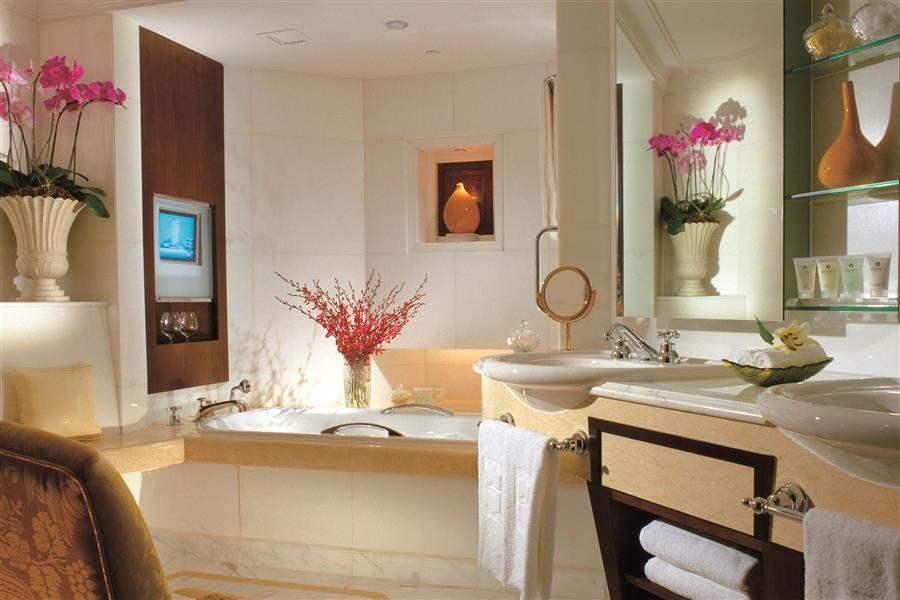 Shangrila Hotel Singapore Bathroom Interior