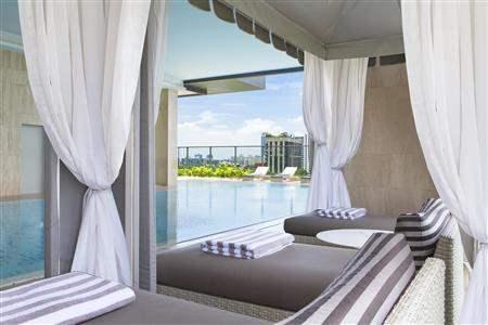 Oriental Residence Bangkok Poolside Lounge