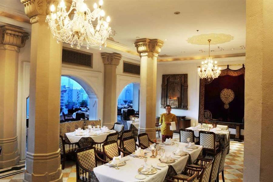 RestaurantInteriorNight