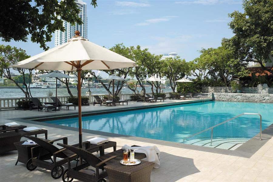 Shangri La Hotel Bangkok Swimming Pool