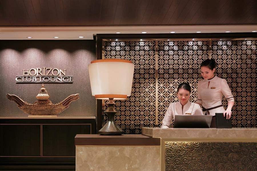 Shangri La Hotel Bangkok Hotel Reception
