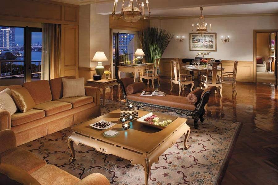 Shangri La Hotel Bangkok Lounge Night