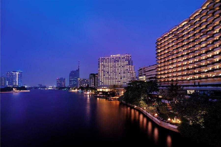 Shangri La Hotel Bangkok Hotel Exterior By Night