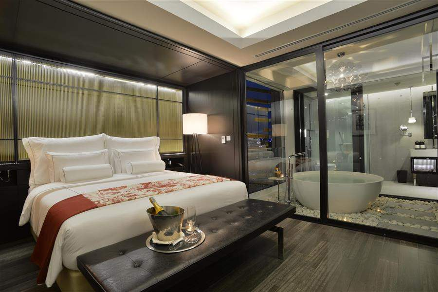 ManorSuiteBedroom