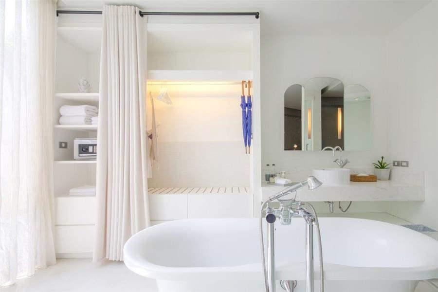 Sala Lanna Bathroom Inside