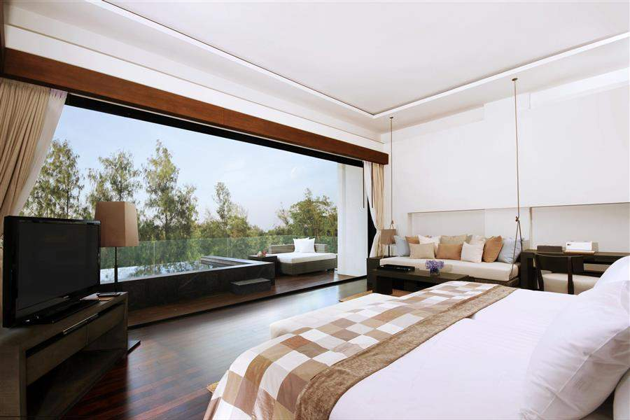 Cape Nidhra Hotel Deluxe Sky Pool Room