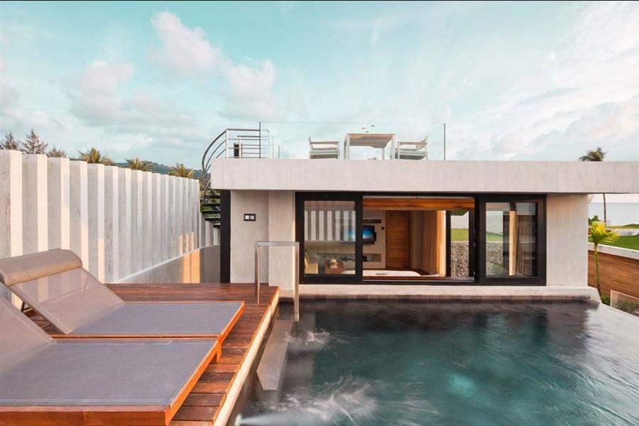 Casa Dela Flora Pool Loungers