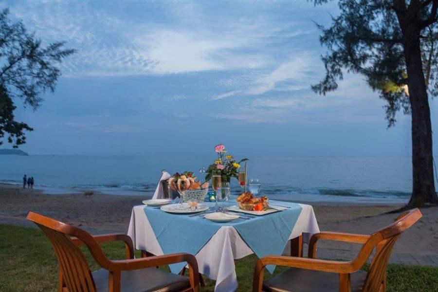 The Briza Beach Resort Dining