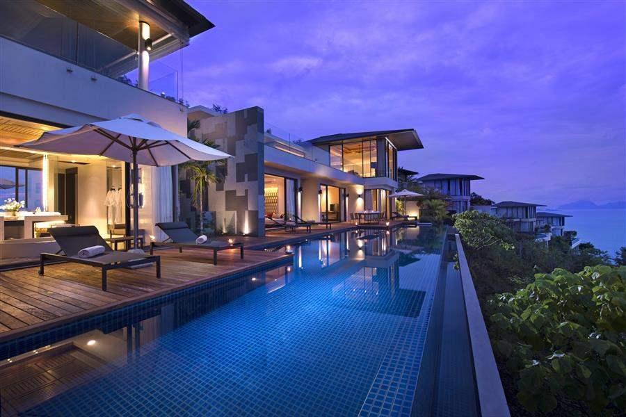 HotelExteriorNight
