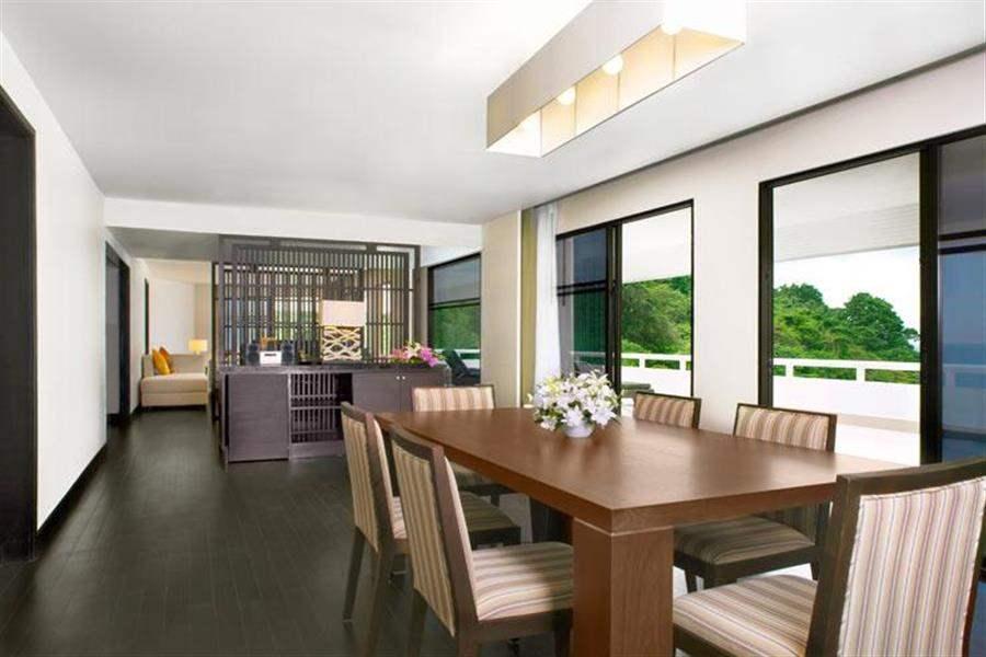 Le Meridien Beach Resort Phuket Dining Room