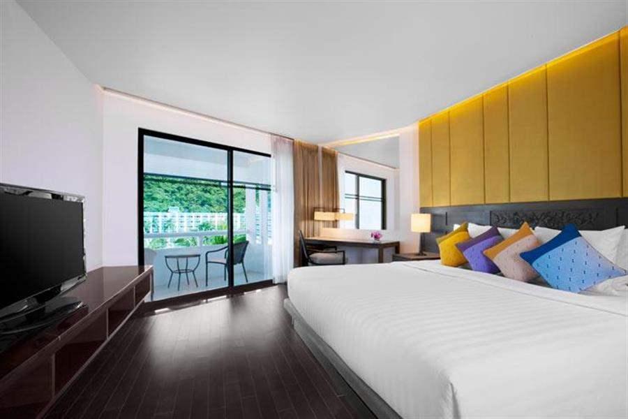 Le Meridien Beach Resort Phuket Guest Room