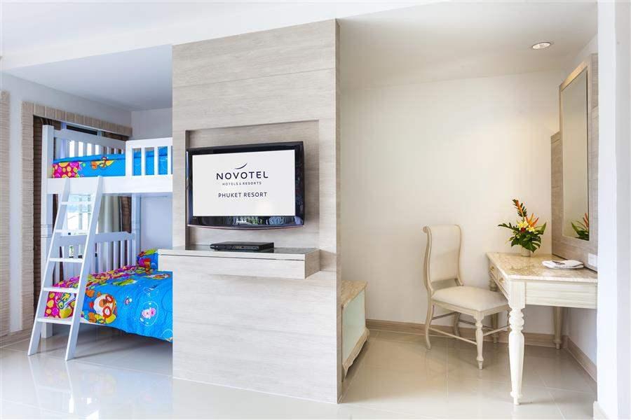 Novotel Phuket Karon Beach Resort and Spa Family Room Twin
