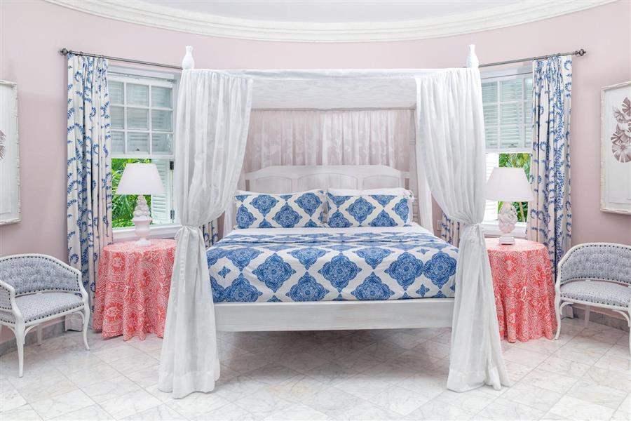 Camelot Suite Bed