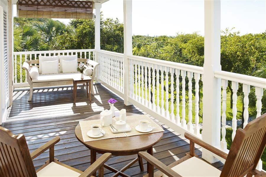 Parrot Cayby Como Garden View Room