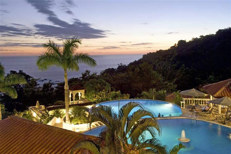 Hotel Parador pool