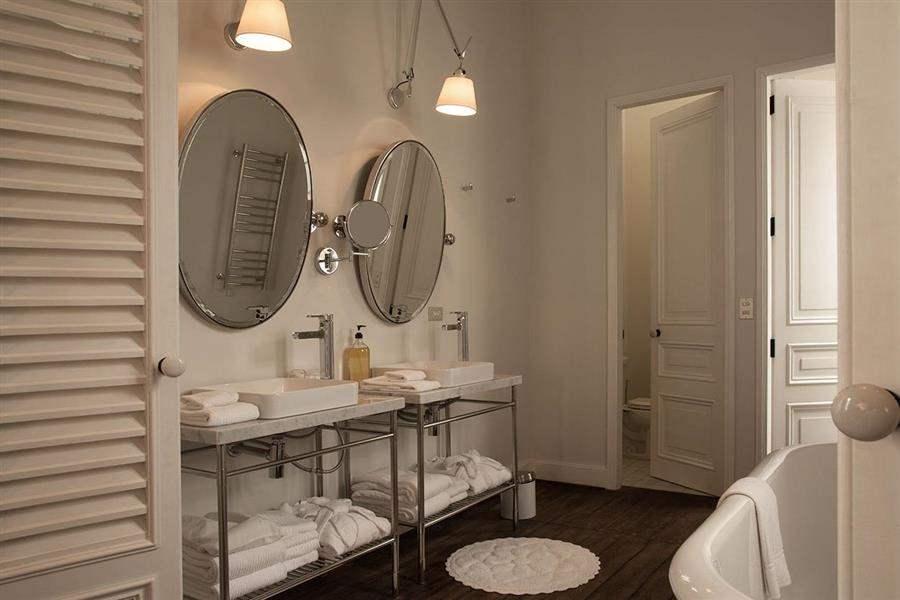 Hotel B Bathroom