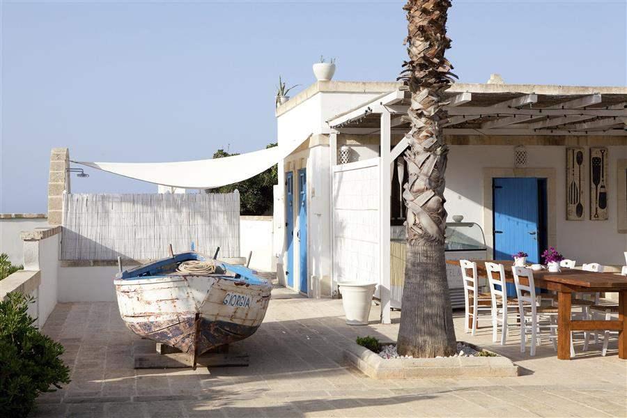BoatAndRestaurant