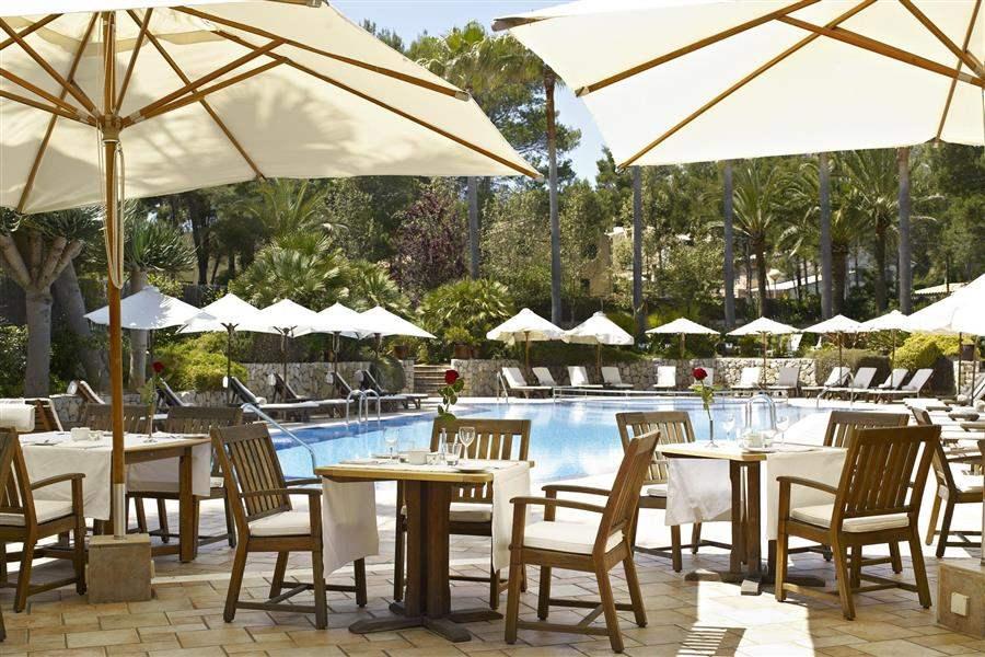 Pool dining