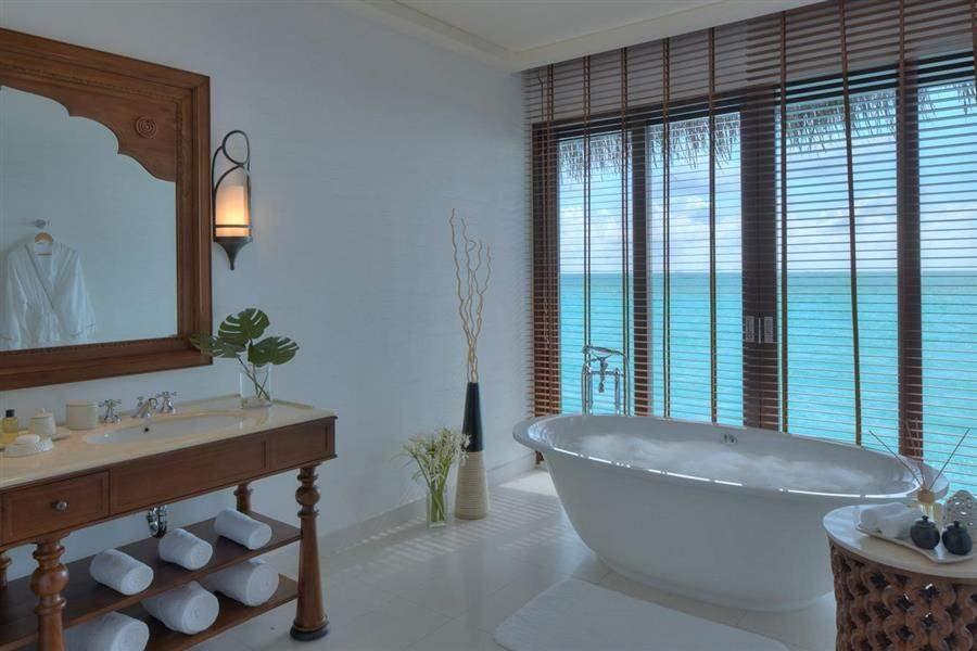 The Residence Maldives Water Villa Bath