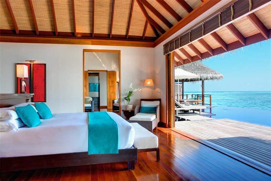 L U X South Ari Atoll Maldives Presidential Villa Bed