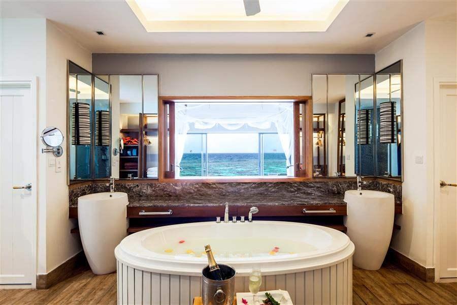 Ocean Water Villa Bath