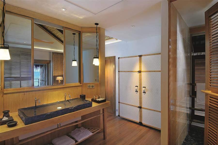 WaterVillaBathroom