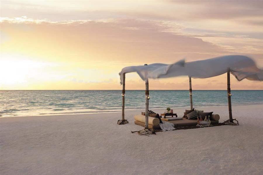 Shangri La Villingili Resort  and Spa Beach Dining
