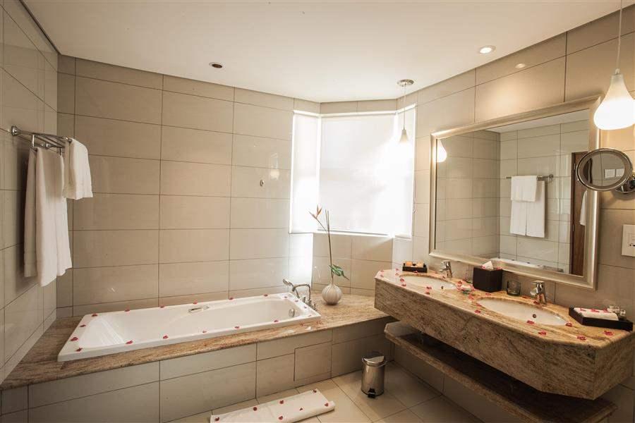 Sands Suites Resort and Spa Mauritius Suite Bathroom