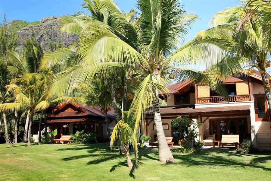 L U X Le Morne Villa Exterior