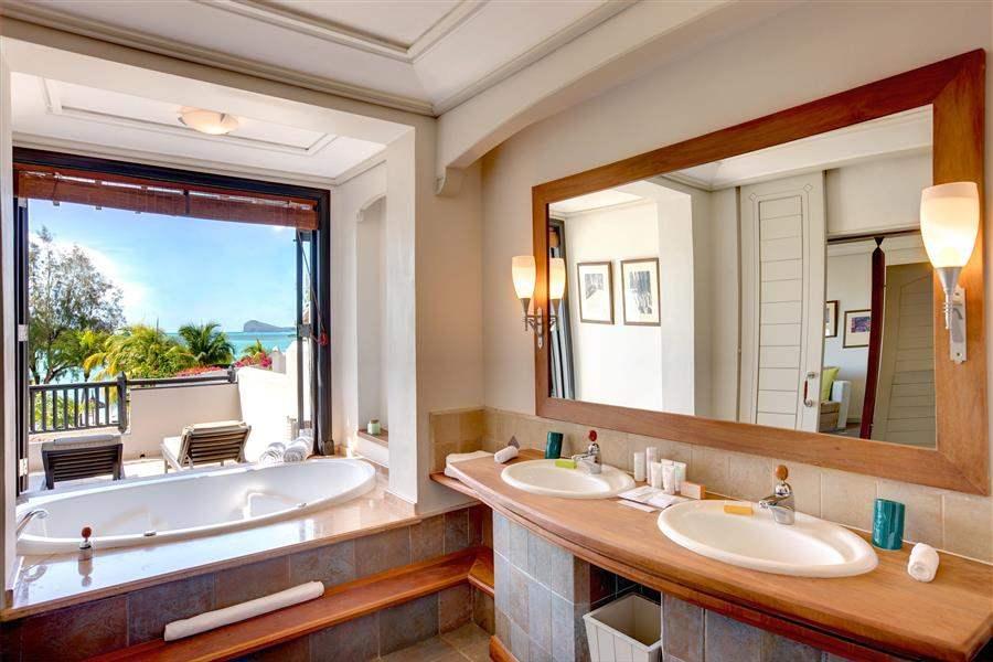 L U X Grand Gaube Junior Suite Bathroom