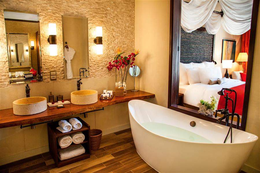 H Resort Beau Vallon Beach Junior Suite Bathroom