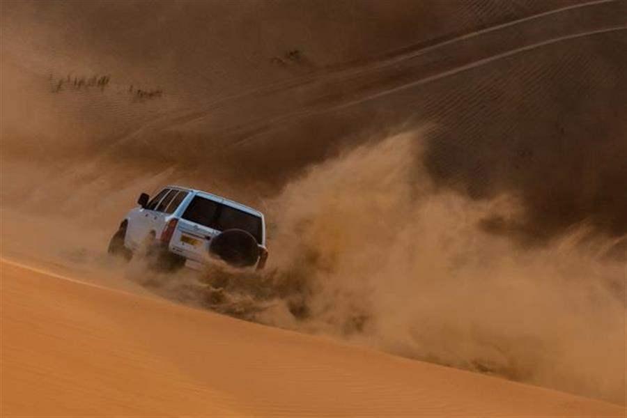 jeep on wahiba sands