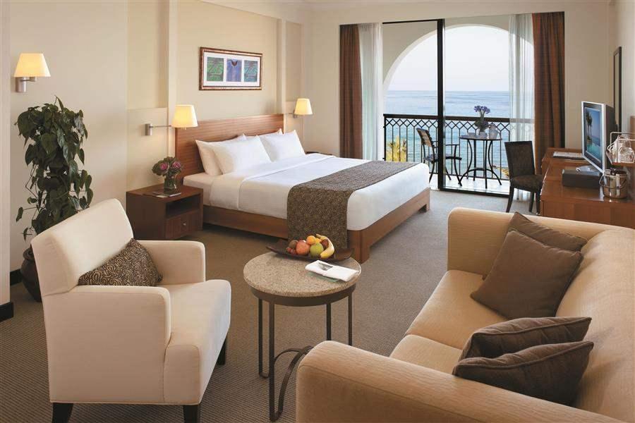 Shangri Las Barr Al Jissah Resort and Spa Al Waha Bedroom Day
