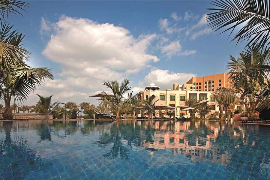 Shangri La Hotel Qaryat Abu Dhabi Pool Reflection