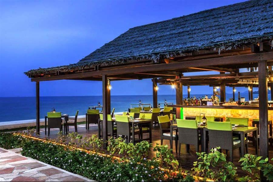 Le Meridien Al Aqah Beach Resort Barand Grill
