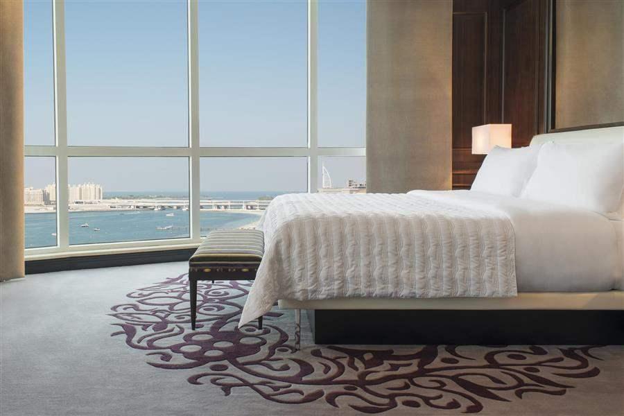 Le Meridien Mina Seyahi Beach Resort Marina Deluxe Suite