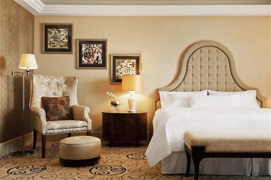 LuxurySuiteBedroom
