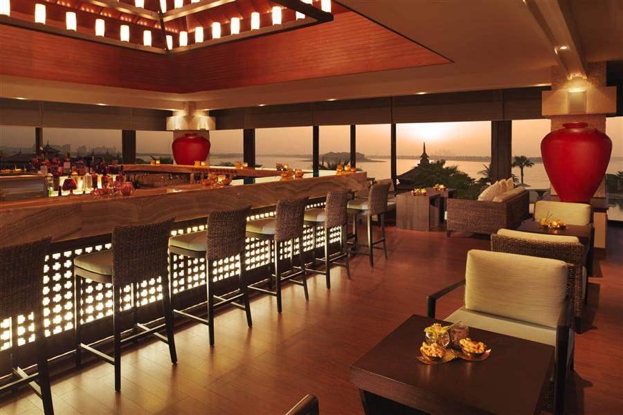 Anantara Dubaithe Palm Resort and Spa Bar Restaurant