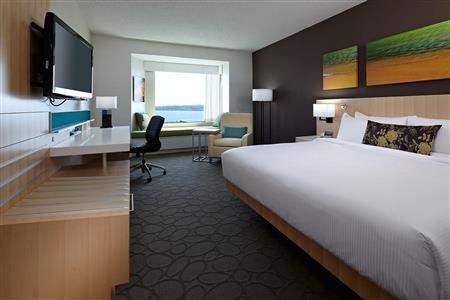 NAM-Canada-Charlottetown-DeltaHotelsByMarriottPrinceEdward-906637-RoomInterior