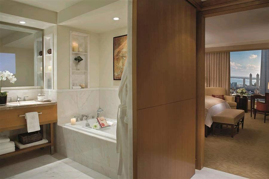LuxuryDeluxeBathroom