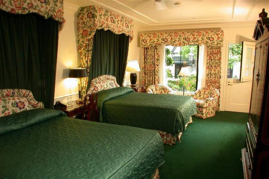 Pine Inn Twin Room