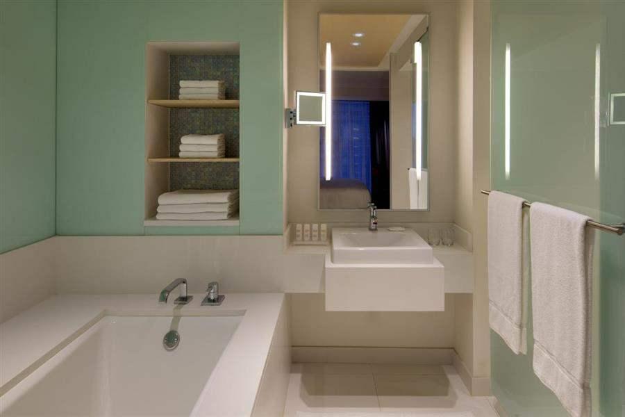 Radisson Blu Aqua Hotel Naturally Cool Bathroom