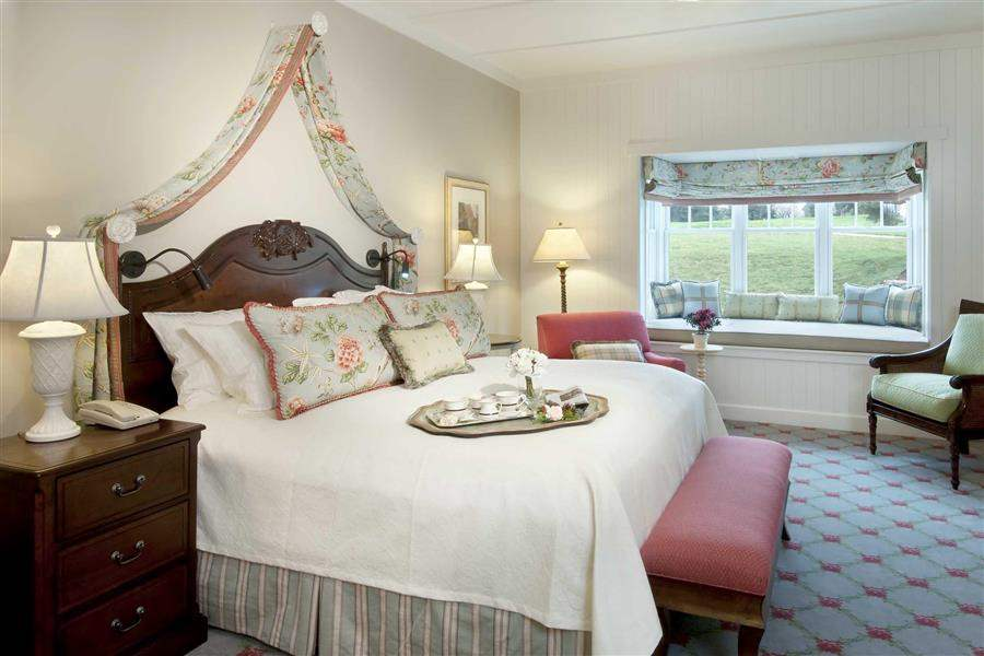 The Broadmoor Cot Bedroom